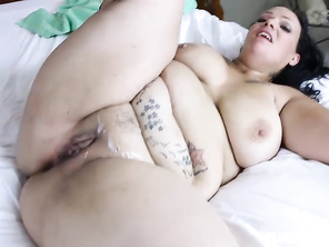 i would love to lick here pussy and make here happy