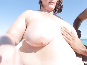 That was hot watching that sexy chub cum all over herself