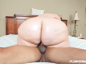 Perfect way of eating a pussy She is stunning