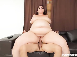 Huge Booty PLUMP Erin Green Shows Off Her Assets at Plumperpass
