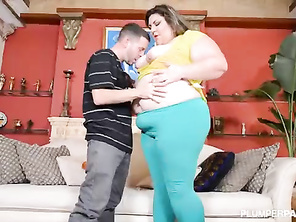 Fatty Milf Car Breaksdown and She Gets Butt Fucked