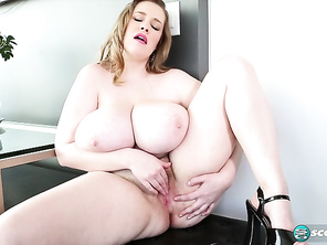Smiley Emma Tickling The Ivories and Fucking Bbw Butt and Fatty Solo Tube