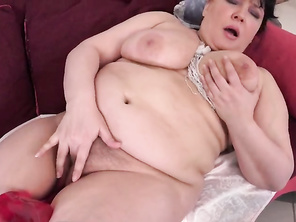 HUGE mom mommy suck her tit and fucks her vagina