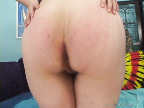 Julie Starr is a chubby, dark blonde haired chic that wears her glasses while performing a solo masturbation, while you're looking at her hairy snapper close up.