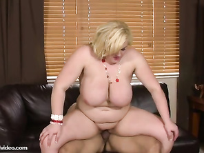 I like the videos of this woman, watching this always makes me cum