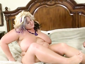 Mrs Honeypot turns out to be the hottest chubby girl on this site