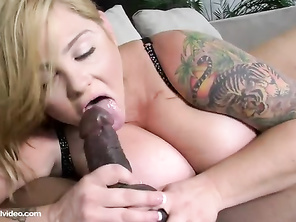seeing her wedding ring and a hard cock in her pussy is very sexy
