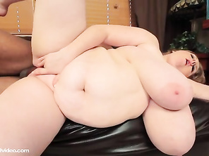 lovely tits, lovely pussy, lovely belly roll would love to do her