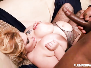 perfect thickness, loved her shaved pussy and natural boobs