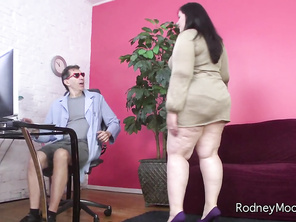 Gorgeous BBW Becki Butterfly needs a medical marijuana license and she comes to crazy hick Dr.