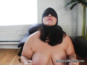 Rodney offers her a higher paying job posing for an S&M magazine called BD-BBW.