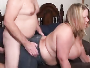 Plumper banged in jeans