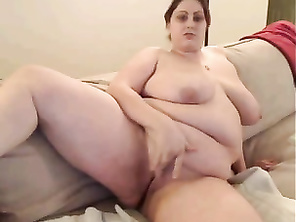 Webcamfum FAT shows vagina
