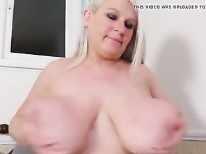 Mom sex bomb mother with big juicy tits