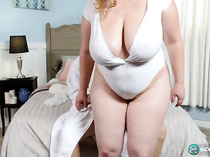 Amiee Roberts Oily To Bed For Amiee and Free Bbw Mommy Sex Movies and Fatty Porn Movie