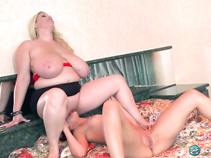 Renee Ross Takes Sophia Sutra and Free Plump Girl Cunt and Fat Stockings