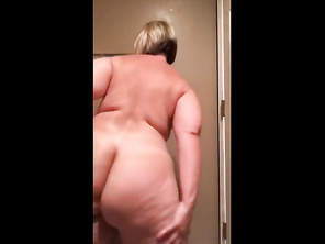 Pawg HOUSEWIFE Spread her Phat Butt