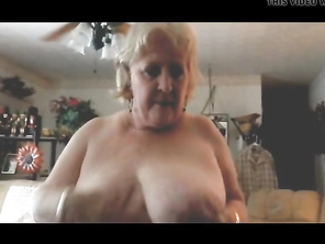 PLUMP Gets Off Giving Oral