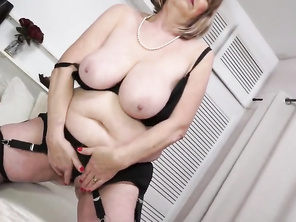 British curvy Mommy Lady Jane playing with herself