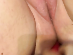 Toy fuck and squirting!