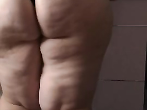 Pawg makes Coffee and shakes butt