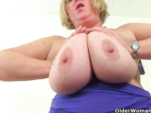Huge titted housewife Kiki Rainbow from the UK rubs her fanny