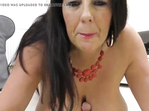 Babe mommy mother with huge tits and butt