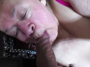 HOUSEWIFE LOVES TO SUCK DICK