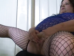 Plump Gets Her Vagina Stretched