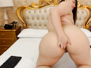 Cam Girls - Fatty latina fingers her fatty butt