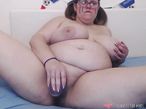 PLUMP French football team supporter strip tease - Lola0512
