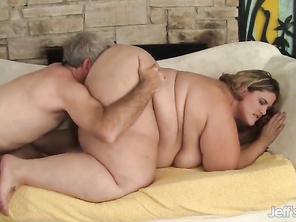 Beautiful Plumper Erin Green on All Fours for Dick