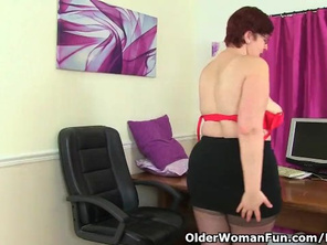 British PLUMP WIFE Jayne Storm needs to get off in Pantyhose