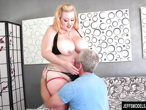 Huge Butt and Boobs Girl Takes Plump Dick