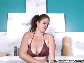 Latina FATTY HOUSEWIFE Sandra needs to get off in Bath