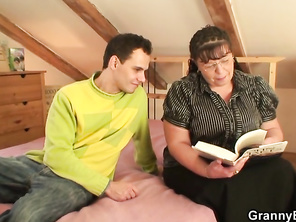 Fatty Mommy Woman Spreads Legs for him