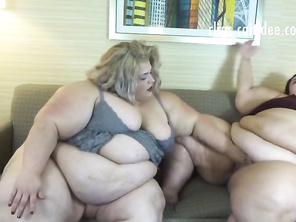 Plump Girls Cum together