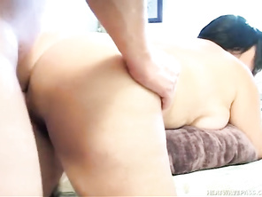 He lets Jinni takes a shower and then she gives him a blow job in the bedroom.
